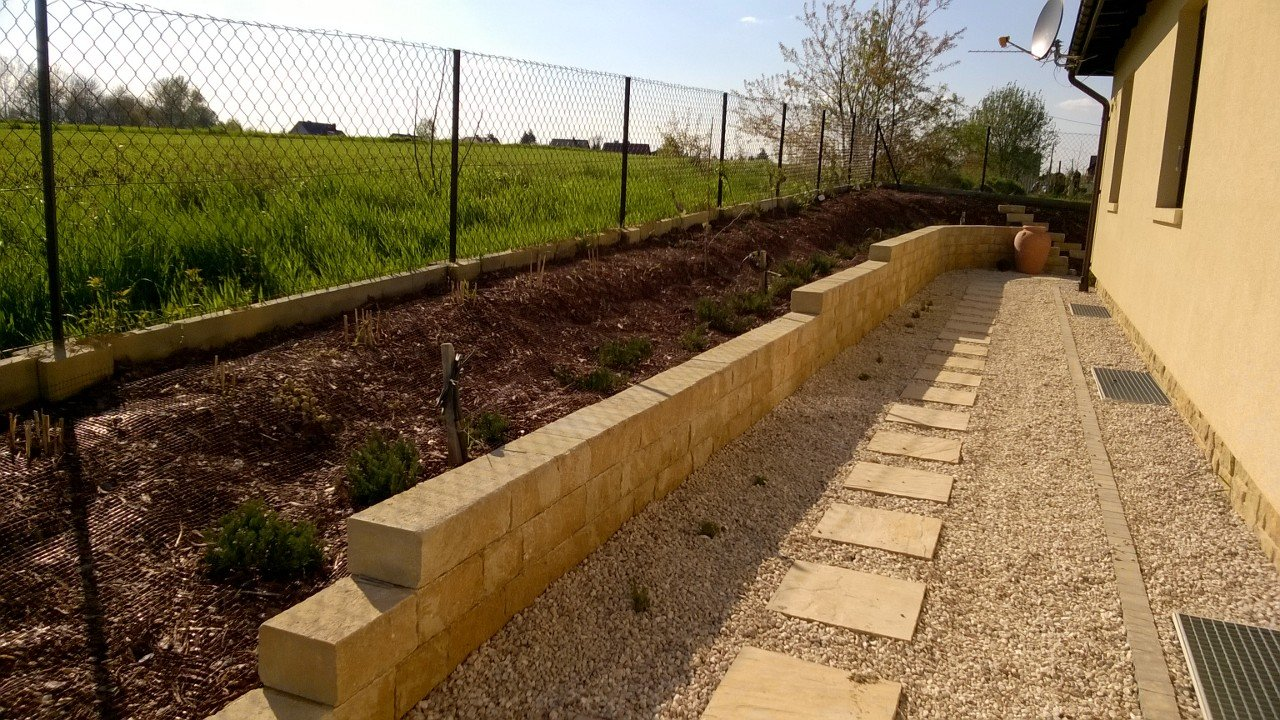aranżacja ogrodu- układanie tarasów i murków oporowych
