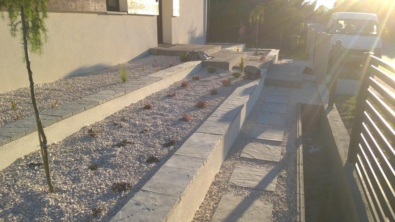 Budowa murków oporowych i aranżacja roślinami